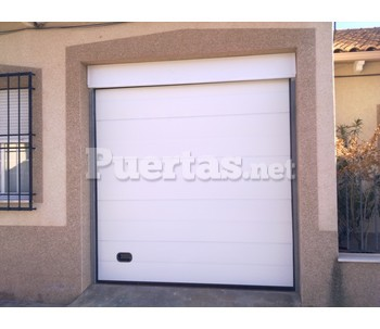 Puertas de garajes basculantes for Modelos de puertas de garaje