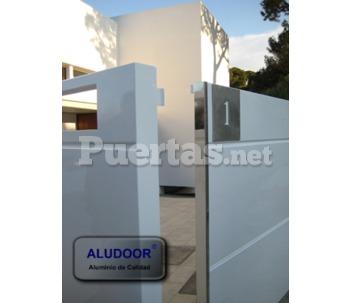 Puertas de exterior de aluminio de calidad for Catalogo puertas aluminio exterior