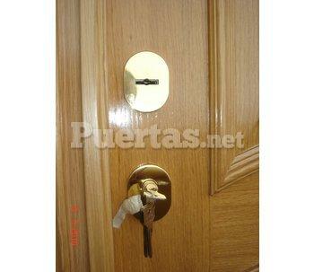 Puerta con cerradura doble for Puerta plegable con cerradura