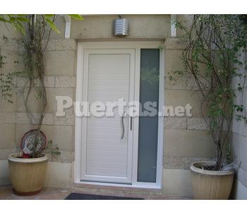 Puerta de entrada en pvc for Puertas de pvc precios